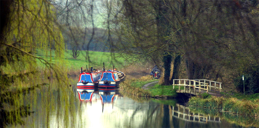 Cycling along Kennet and Avon Canal